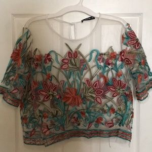 White mesh flower detailed large shirt